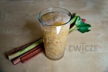Dietetyczny napój z rabarbaru