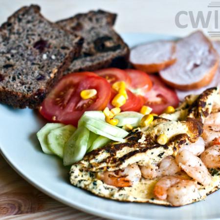 Dietetyczny omlet z krewetkami