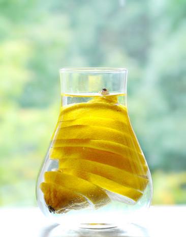 Odchudzanie: Woda z cytryną na czczo