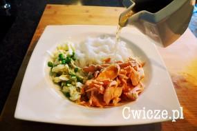 Orientalna zupa tajska z łososiem