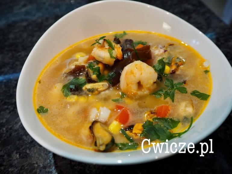 Aromatyczna zupa z owocami morza